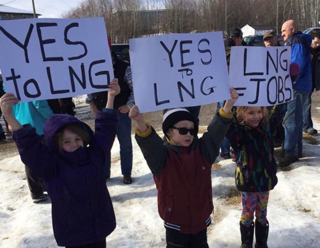 children protesting in favour of LNG in Canada