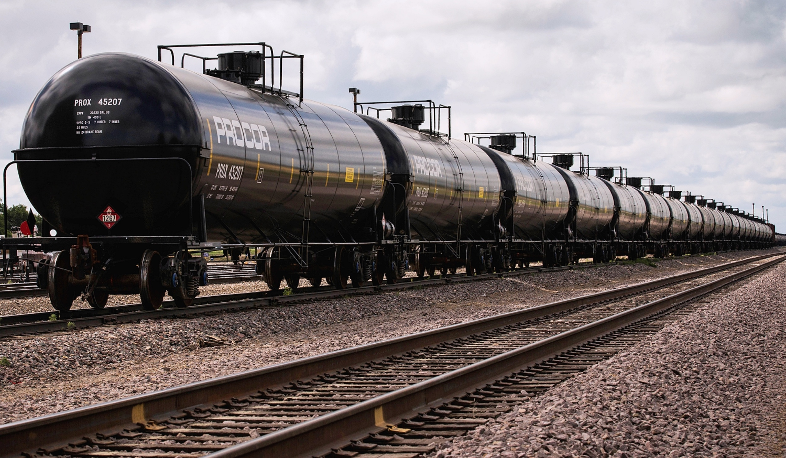 Pipelines vs. Rail: Which Method is Safer for Transporting Oil?