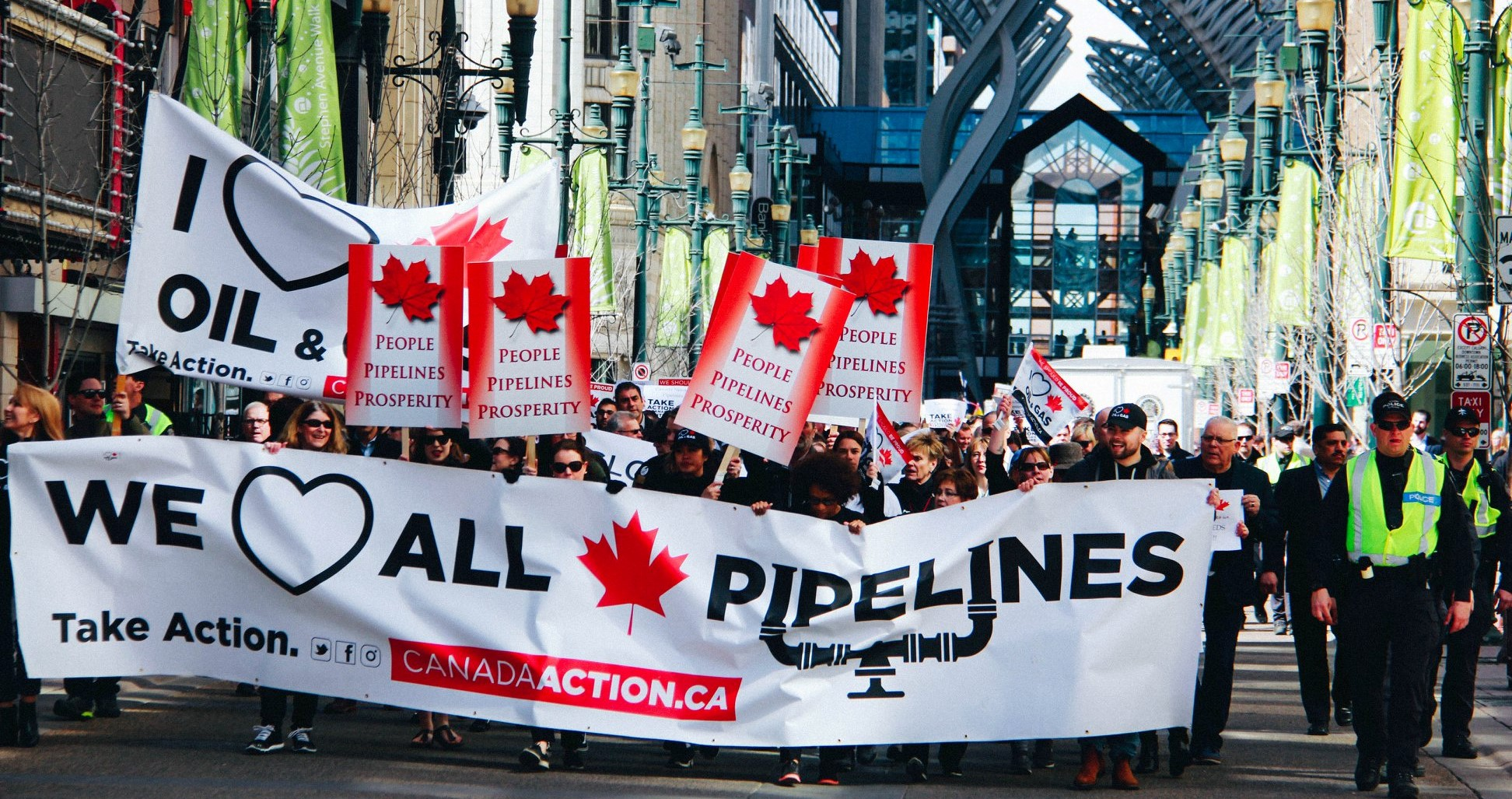 supports of Canadian pipelines rally in Calgary