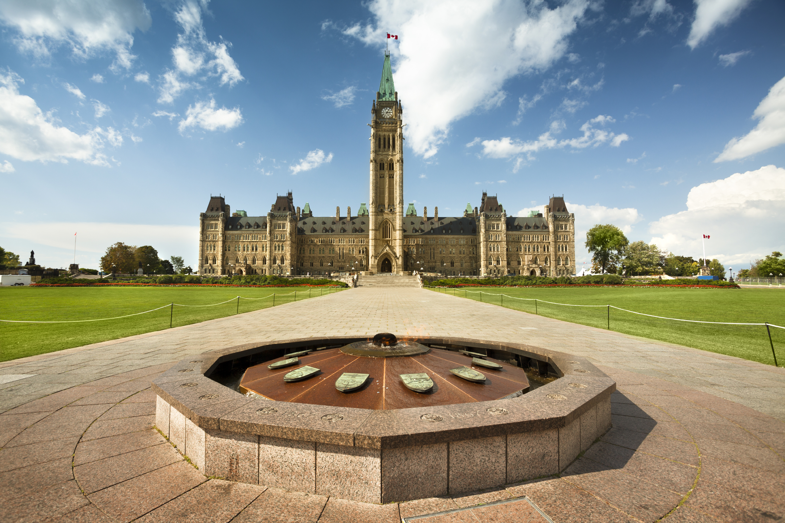 Parliament_and_Fountain.jpg