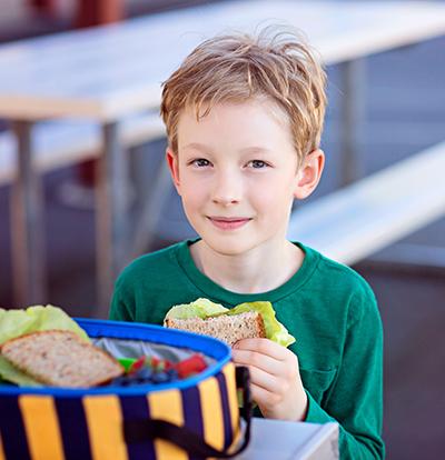 boy-eating-lunch-school-img