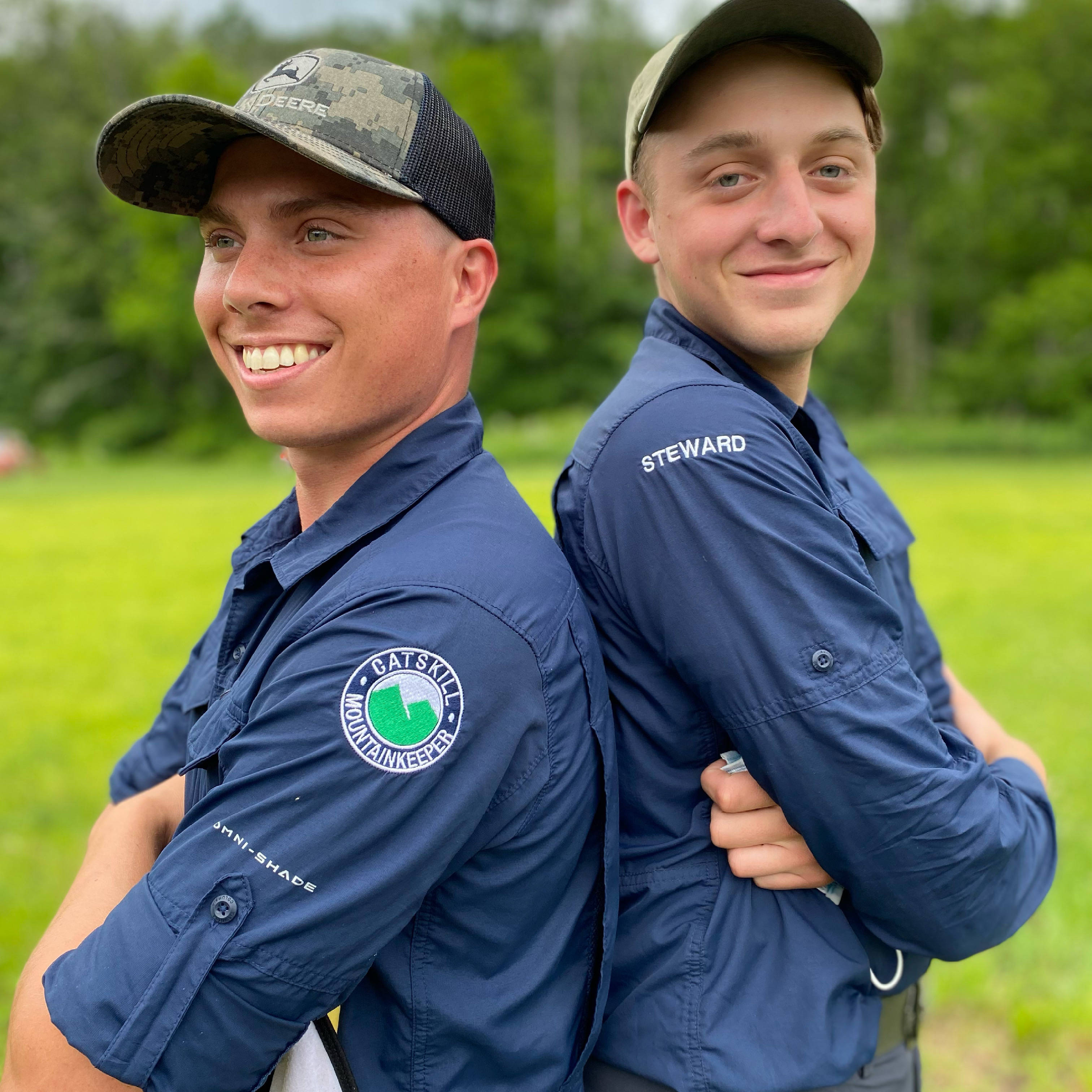 Picture of Lenny and Noah wearing hats and Mountainkeeper stewards