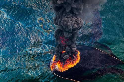 Foul-Water-Oil-Fire_Daniel_Beltra_PopMedia_500.jpg