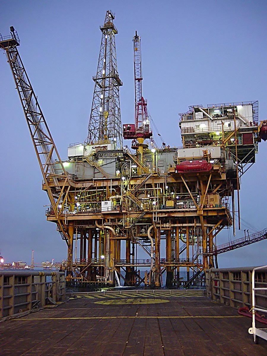Gulf_Offshore_Platform_Chad_Teer_Wikipedia.jpg