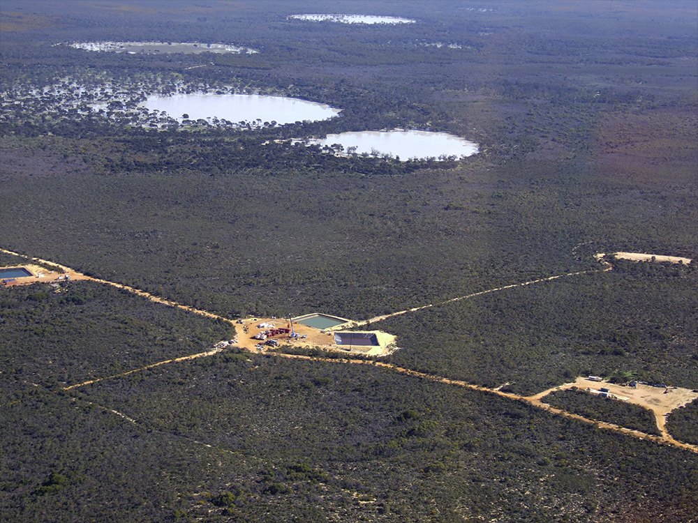 Wodadda_Deep_fracking_site_with_Lake_Logue_in_the_background_-_Lake_Logue_Nature_Reserve_Eneabba.jpg