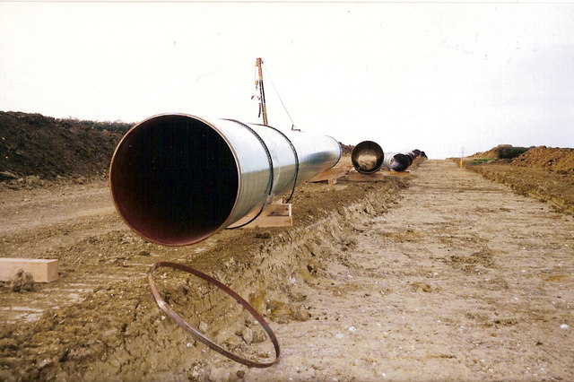 Gas_Pipeline_-_geograph.org.uk_-_1036695.jpg