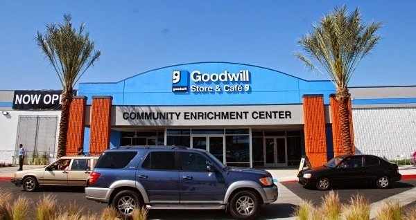 rsz_goodwill_store_opening_in_glassell_park_brenda_rees_4-11-2014_10-45-45_am.jpg