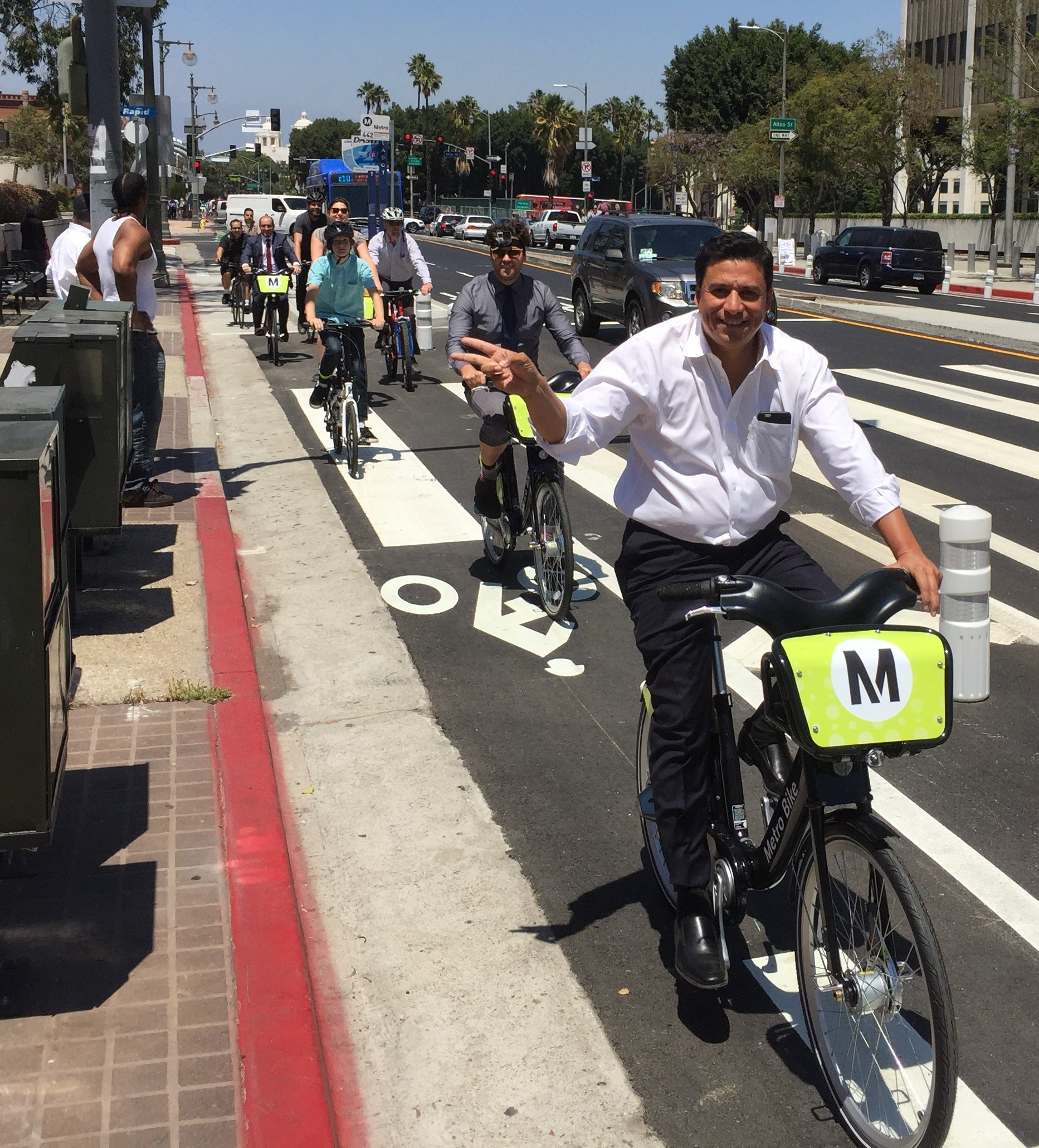 22_los_angeles_st_cycletrack.jpg