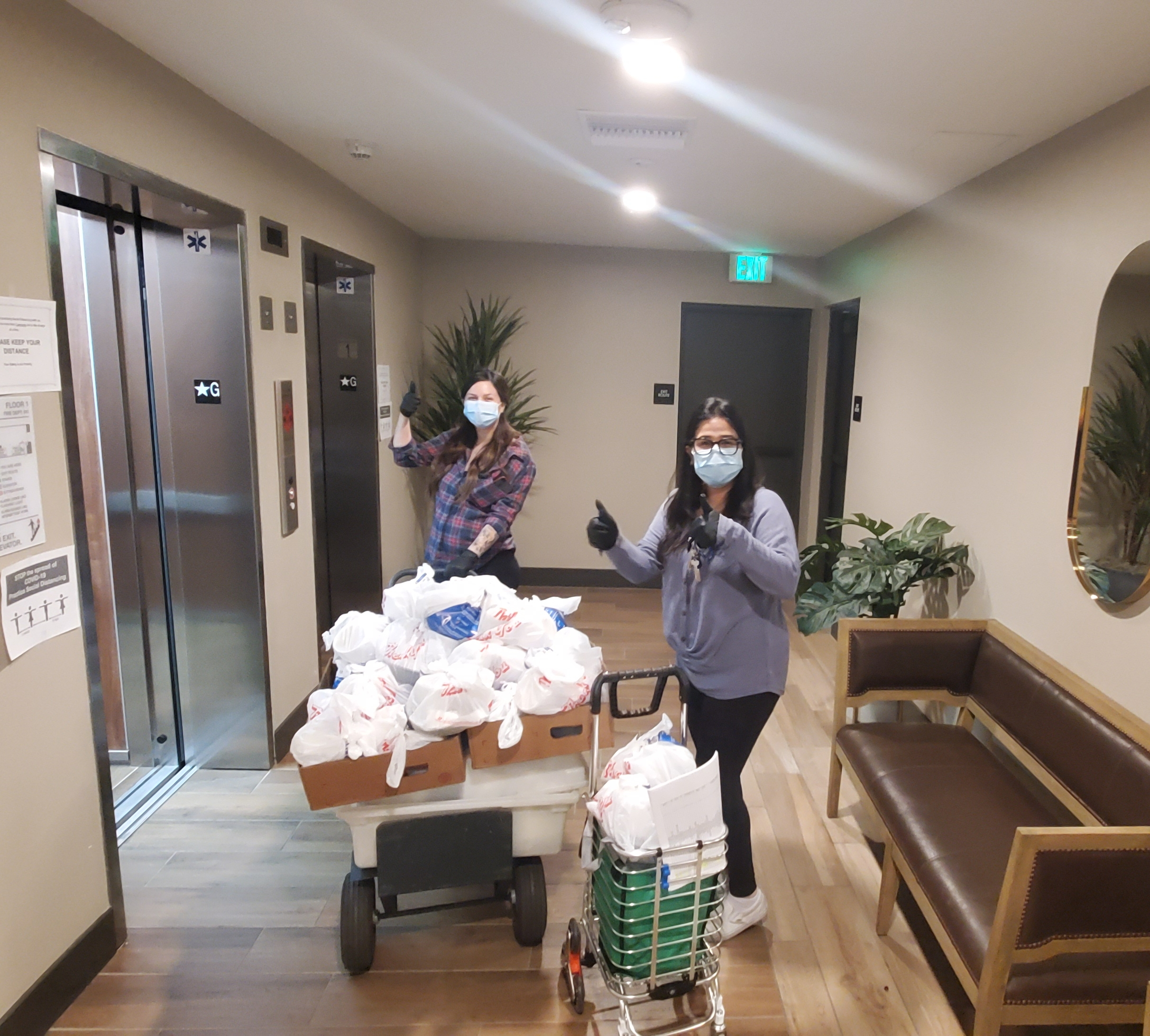 Los Angeles Neighborhood Initiative & LA 7 Restaurant providing meals to Westmoreland Linden Apartments in Koreatown 4-28-2020 #4