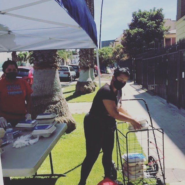 Madres que Luchan & Salvation Army hot meals to Leeward Ave neighbors in Westlake 5-7-2020 #2