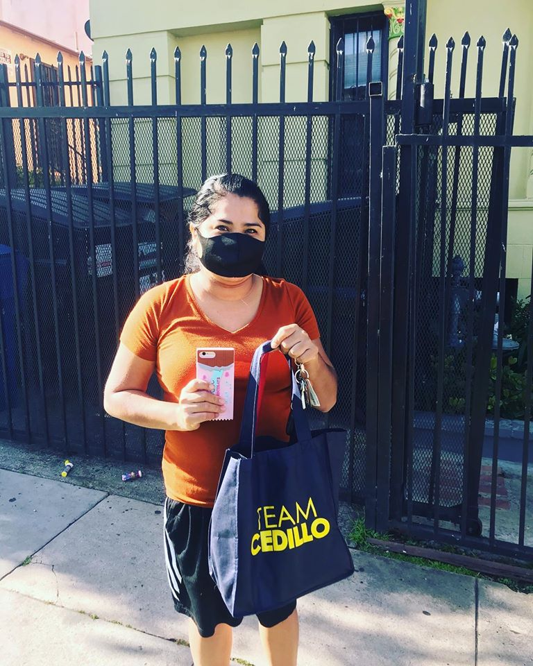 Madres que Luchan receive masks in Westlake 5-4-2020