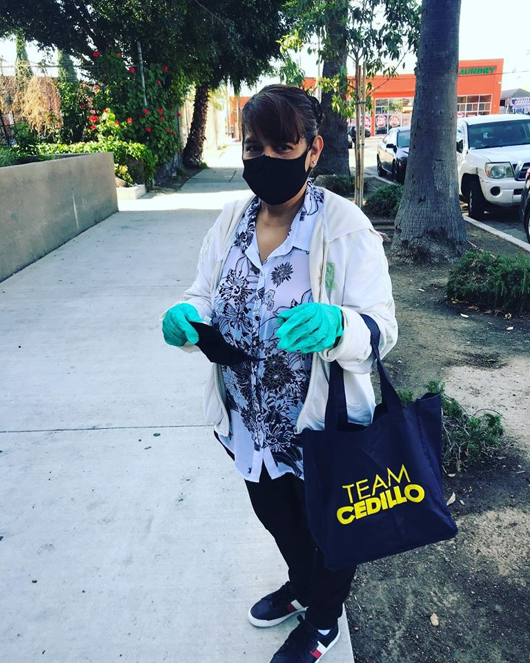 Westmoreland Avenue neighbors in Pico Union receive masks 5-6-2020