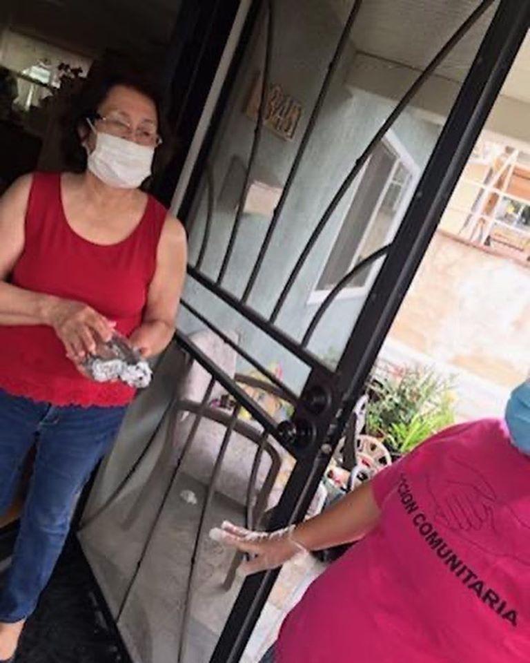 Acción Comunitaria and Tierra Caliente Restaurant, delivered hot meals to seniors in Cypress Park 5-12-2020 #1