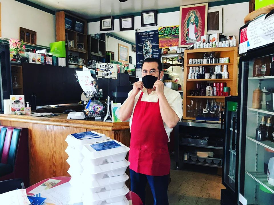 Chico's with assistance from the Arroyo Arts Collective deliver meals to families in Highland Park 5-13-2020