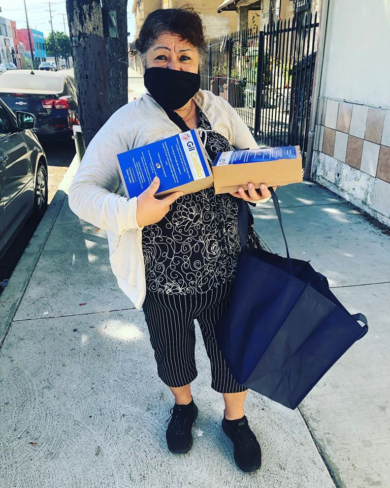 Union Ave. and Alvarado Terrace residents receive meals from Burgerlords 5-8-2020 #1