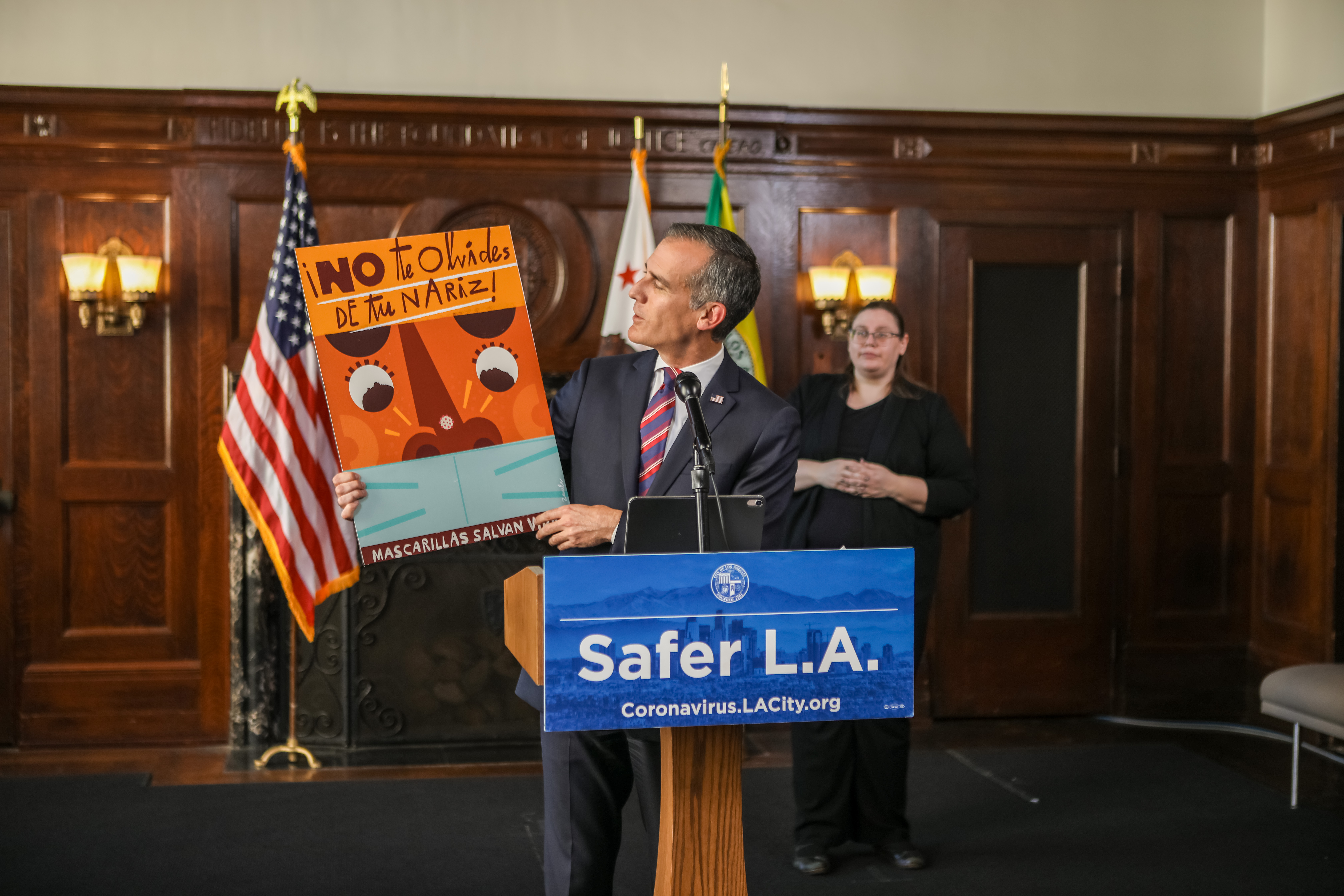Mayor Garcetti unveils new public art encouraging mask use (1)