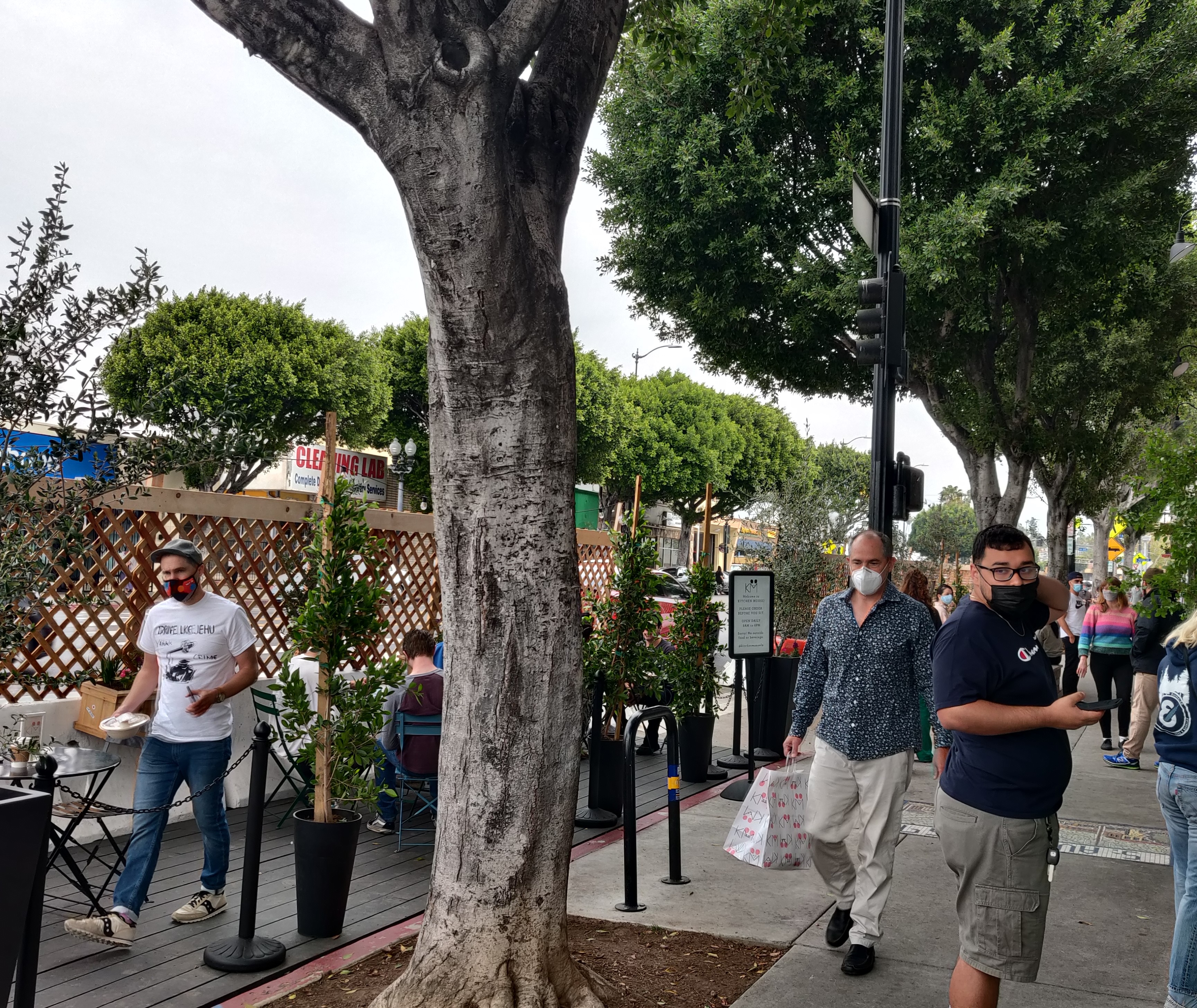 Councilmember Cedillo Installs Streetscapes & Outdoor Dining on N. Figueroa St. in Highland Park 4-14-2021 Photo 2
