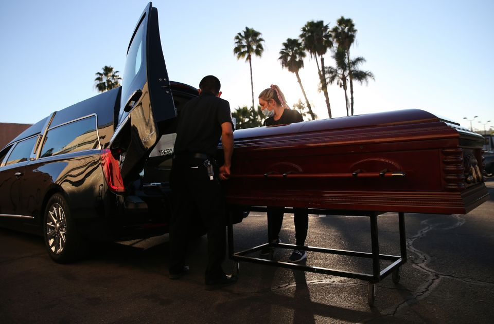 Funeraria-covid-deaths-Mario Toma Getty Images #2
