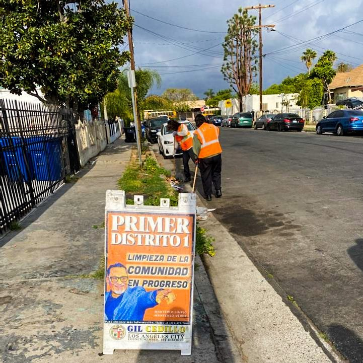 CD1 Community Clean up in progress onn 20th St and Budlong St in West Adams 4-21-2021