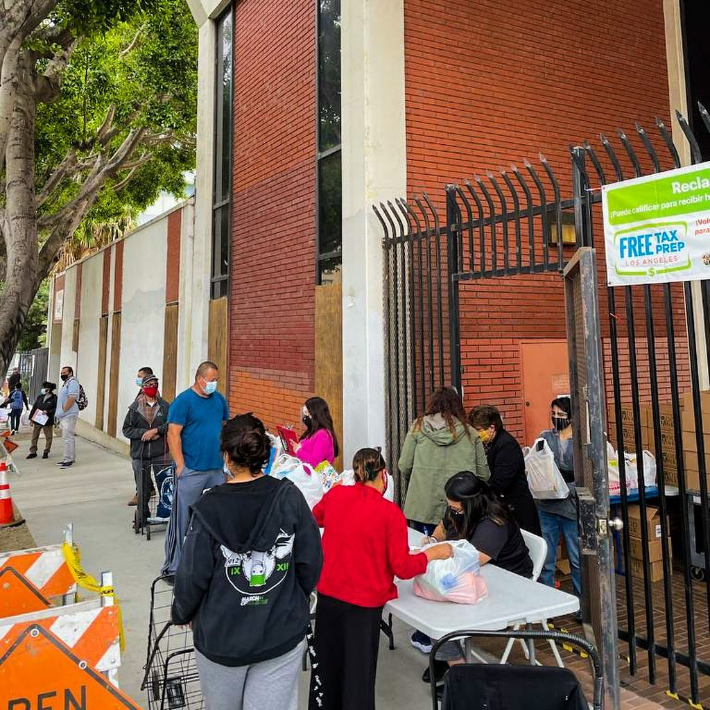 Team Cedillo and CCNP distributed boxes to neighbors Bixel St and Maryland St in Westlake 4-22-2021