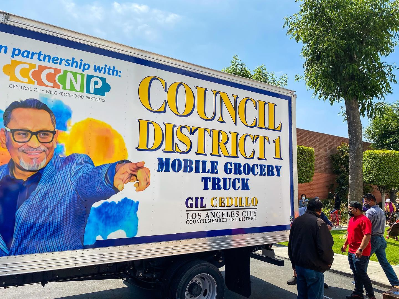Councilmember Cedillo's Mobile Grocery Truck at Union Villa Senior Apts in Pico Union 5-14-2021 #1