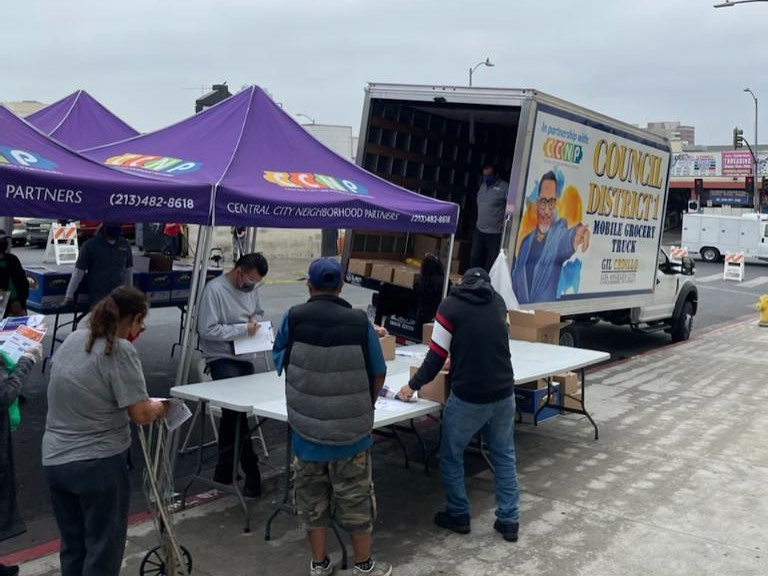 Team Cedillo and CCNP distributed boxes of groceries to hundreds of neighbors in Westlake 5-11-2021