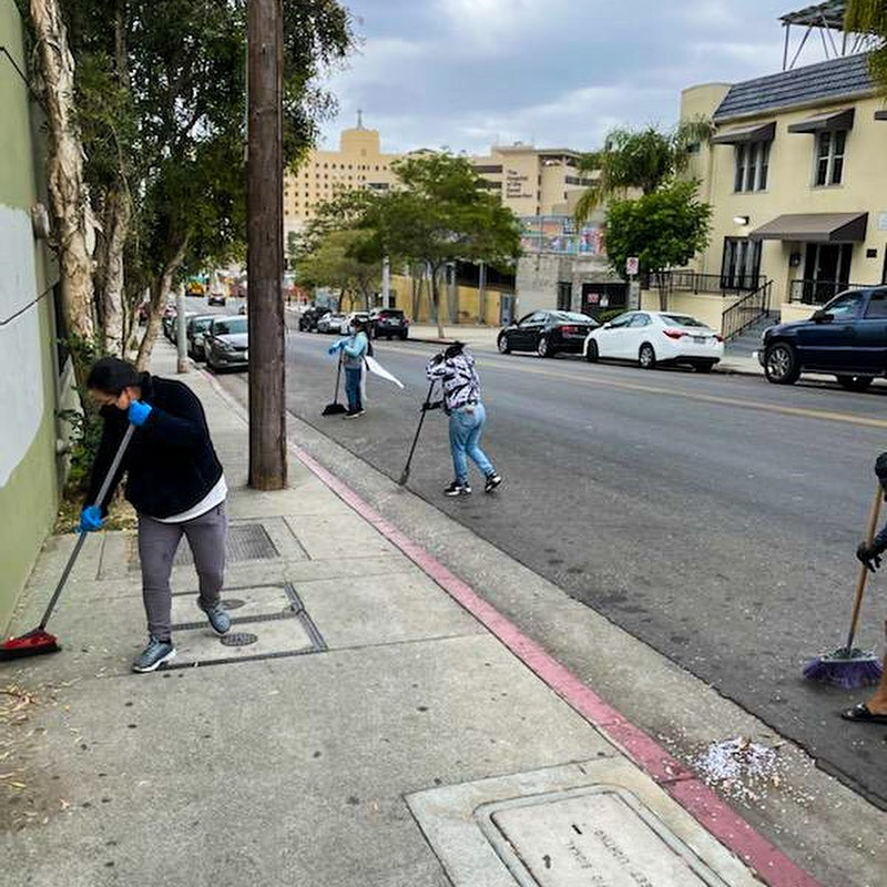 CD1 Community Clean Up in Progress at Maryland St. and Bixel St. in Westlake 5-19-2021 #2