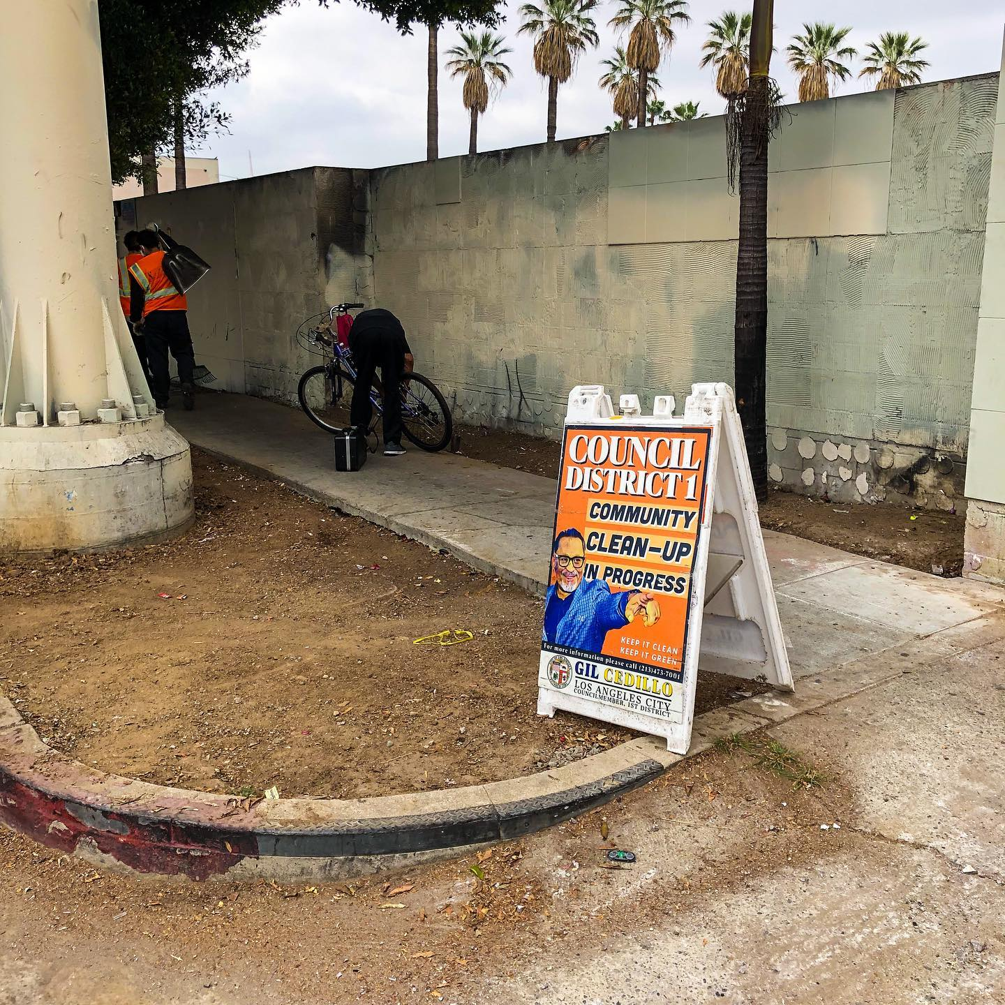 CD1 Community Clean up in Progress at Olympic Blvd in Pico Union 5-19-2021