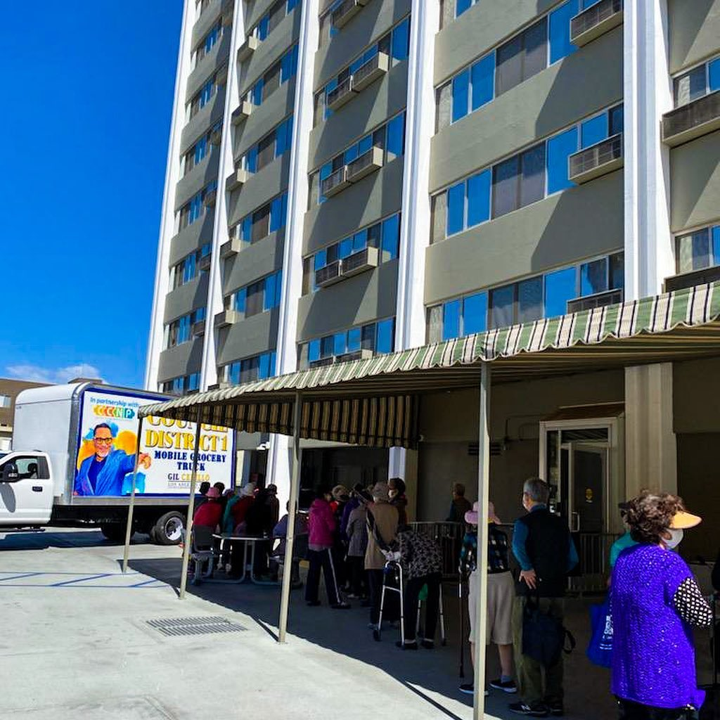 CD 1 Mobile Grocery Truck at Vista Towers Apts in Westlake - Produce&groceries to hundreds of seniors 5-21-2021