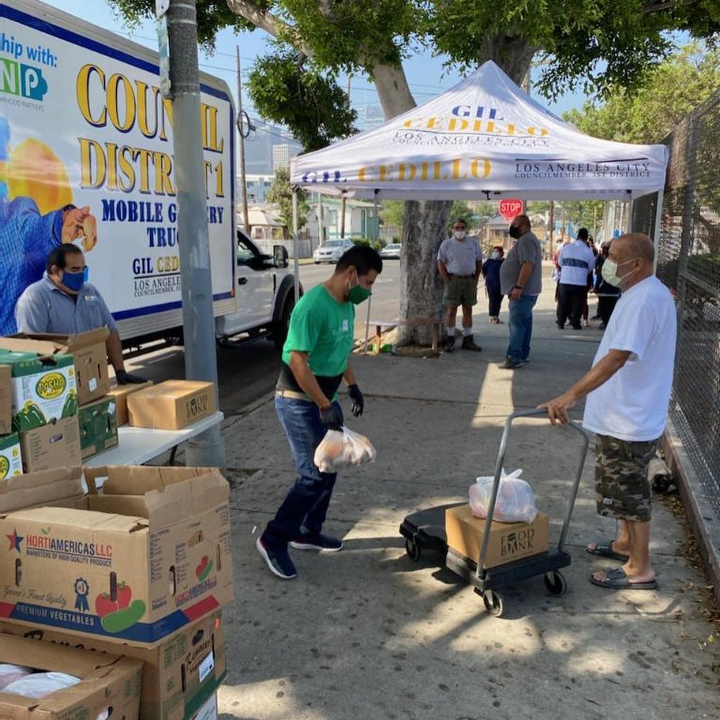 Councilmember Gil Cedillo's Grocery Truck at Edgeware Rd. and Angelina St. in Temple-Beaudry 5-28-2021 #1