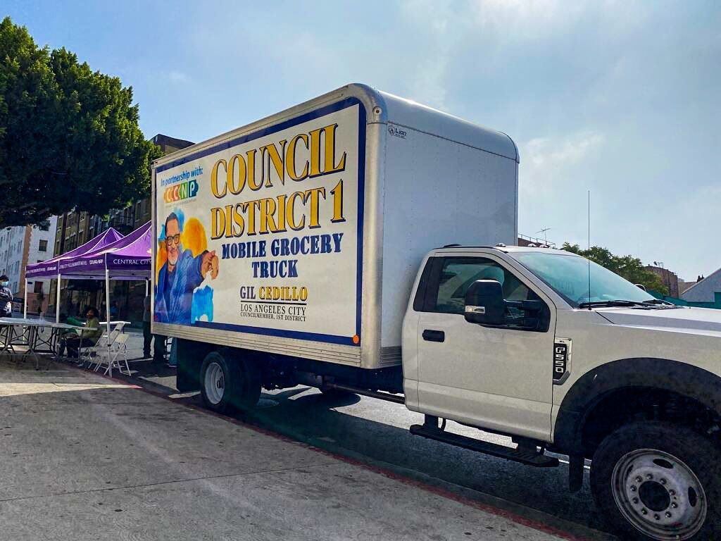 Councilmember Gil Cedillo's Grocery Truck at 6th St and Bonnie Brae St in Westlake 6-1-2021