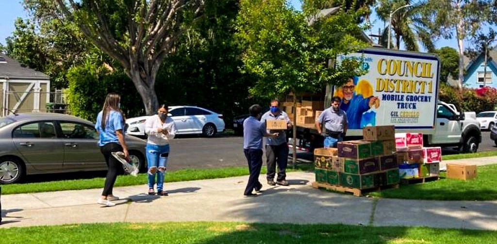 Councilmember Gil Cedillo's Grocery Truck was at Bonnie Brae St and 14th St in Pico Blvd in Pico Union. 6-4-2021