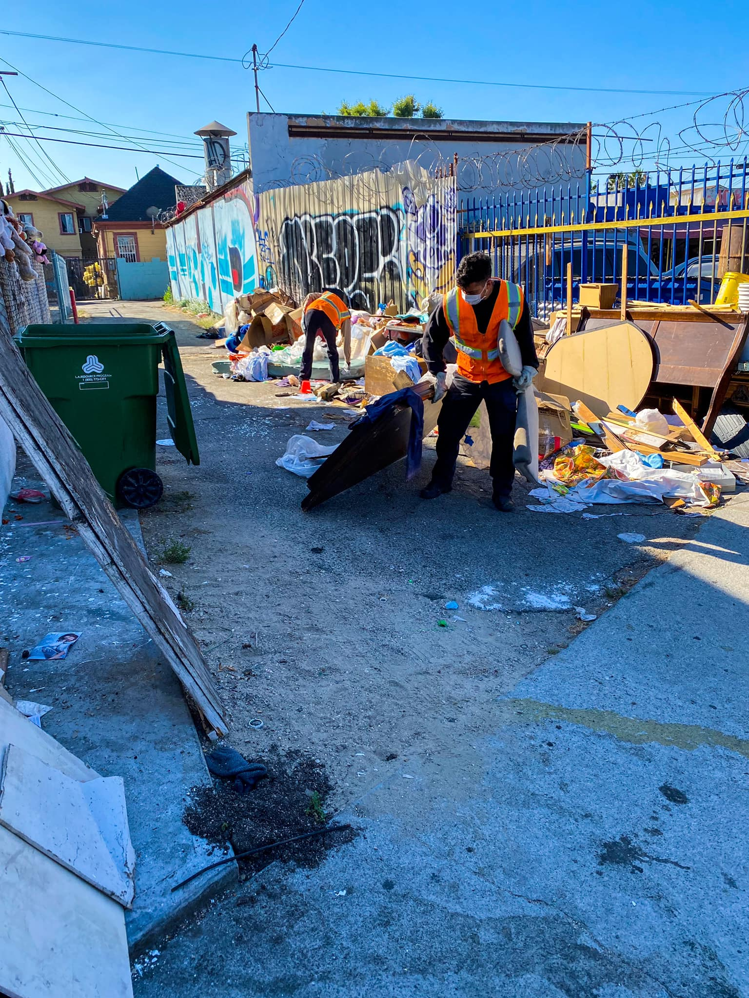 Councilmember Gil Cedillo's Strike Team cleaning alleys in Pico Union 6-14-2021 #2