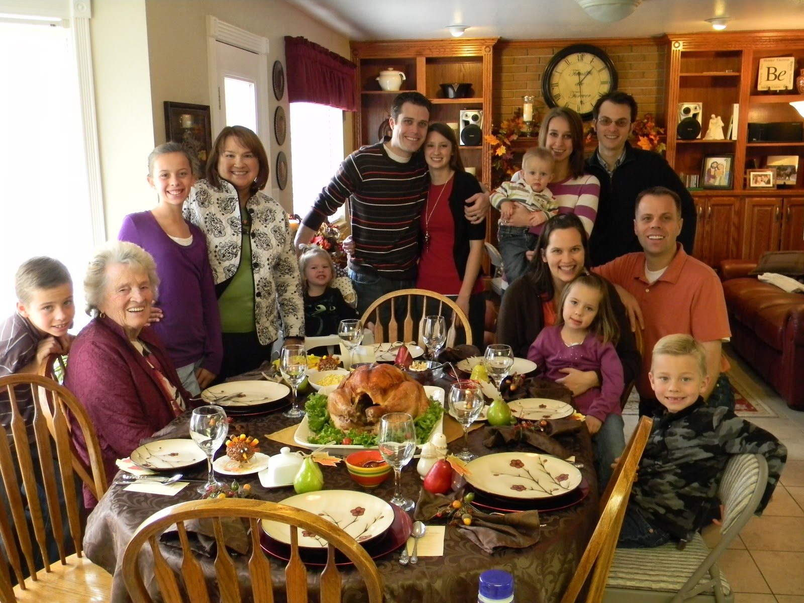 family-gathering-thanksgiving.jpg