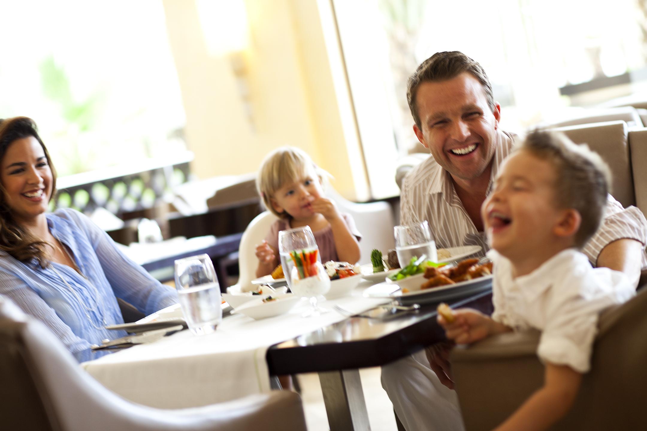 Family_Dining2572.jpg