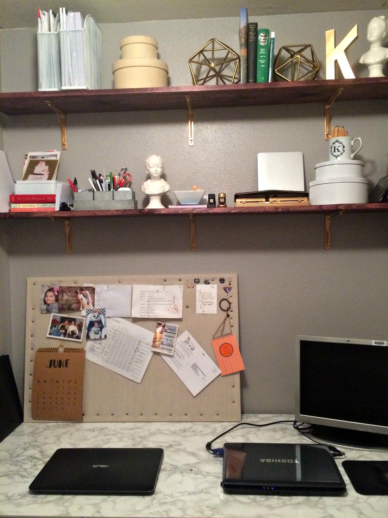 Desk_2.jpg