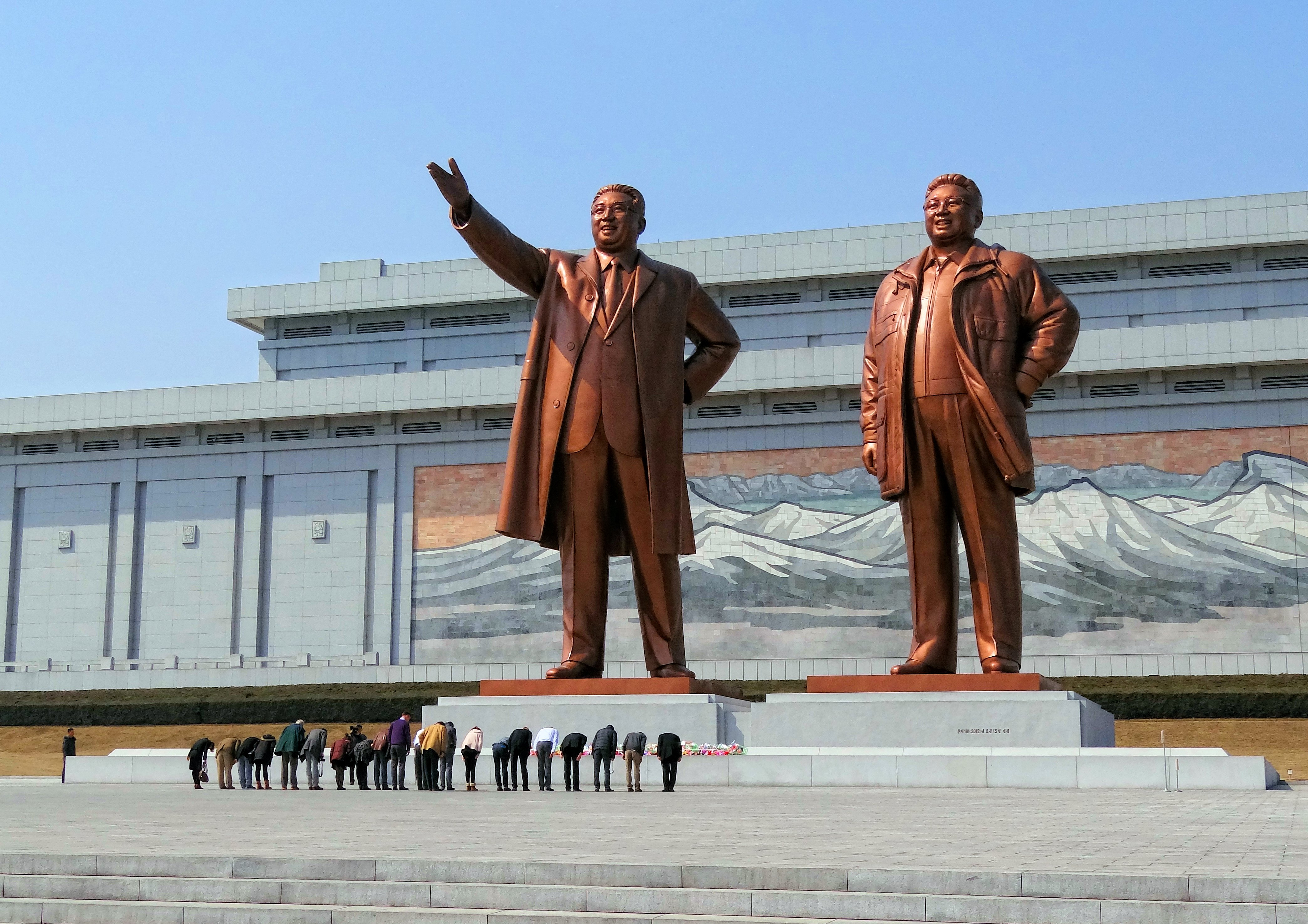 North-Korea-Mansudae-Monument-Bow-2014.jpg