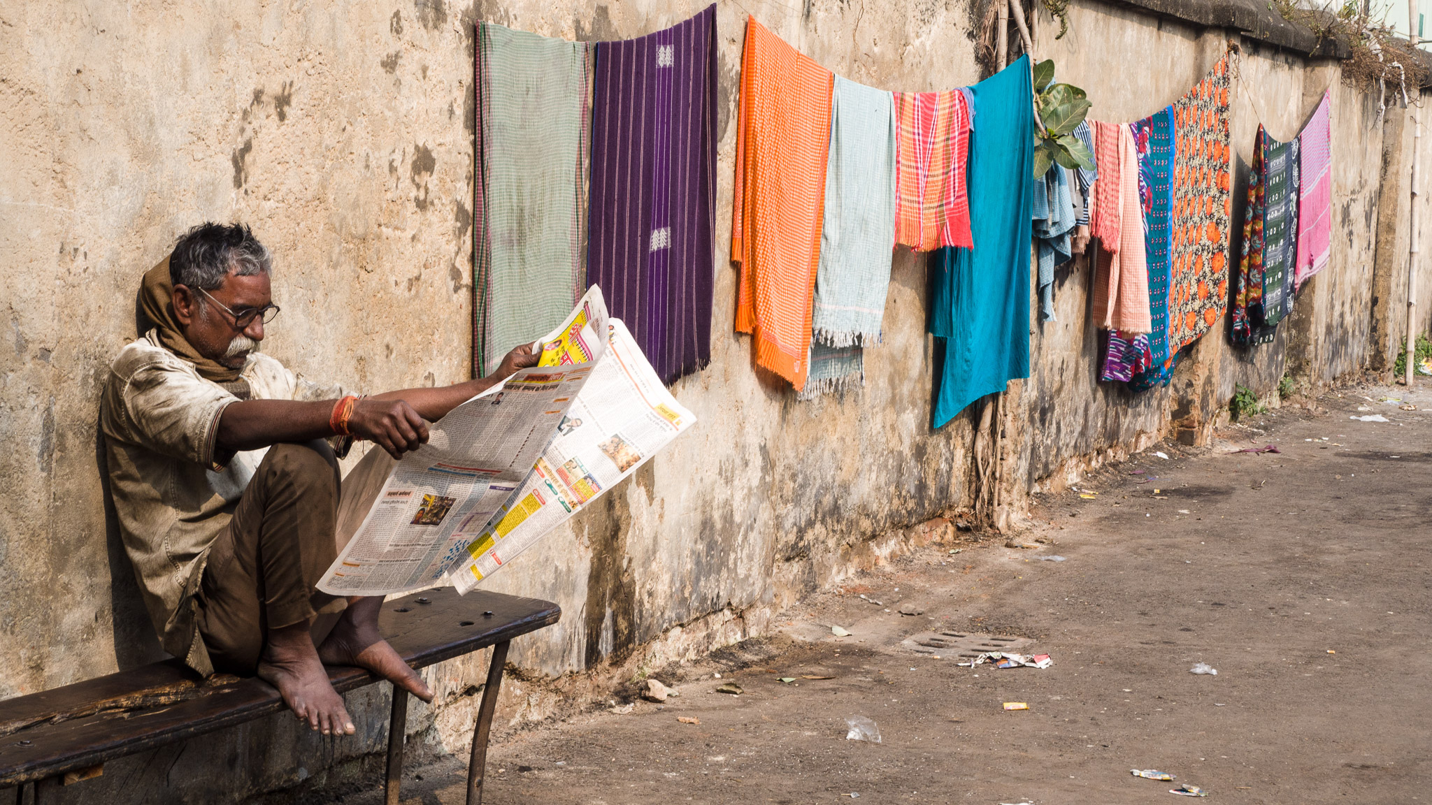 Man_Reading_Newspaper_in_India_Mike_Prince.jpg