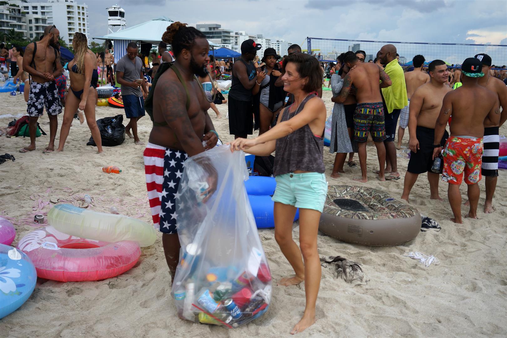 Floatopian_putting_trash_in_Logans_bag_(Large).jpg