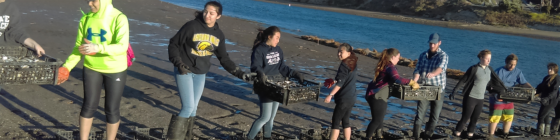 For the first time, more than 150 volunteers hauled 20 tons of Pacific oyster shell in hand-sewn coconut fiber bags to restore Upper Newport Bay as part of our Living Shorelines project.