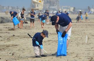 Beach_cleanup_PIMCO-2011-Cleanup-045-3.jpg