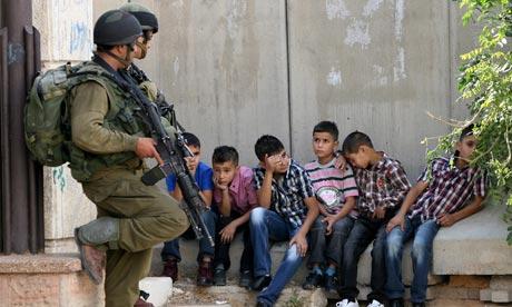 Israeli-soldiers-guard-Pa-007.jpg