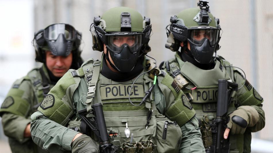 Police_Swat_Drill.jpg