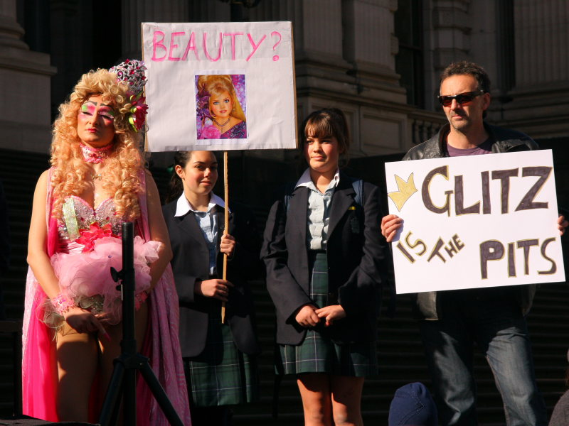Melbourne-pageant-protest1.jpg