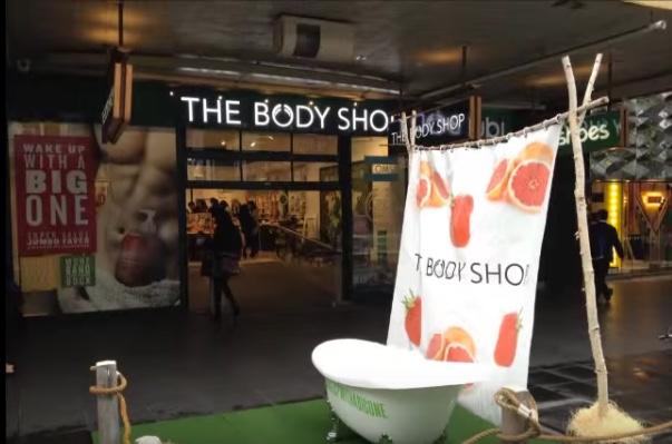 Body_Shop_window_ad_wake_up_with_a_big_one_2014.jpg
