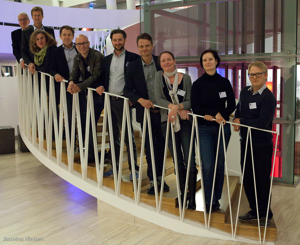 Peter Svarre CU DK Alumni group photo stairs