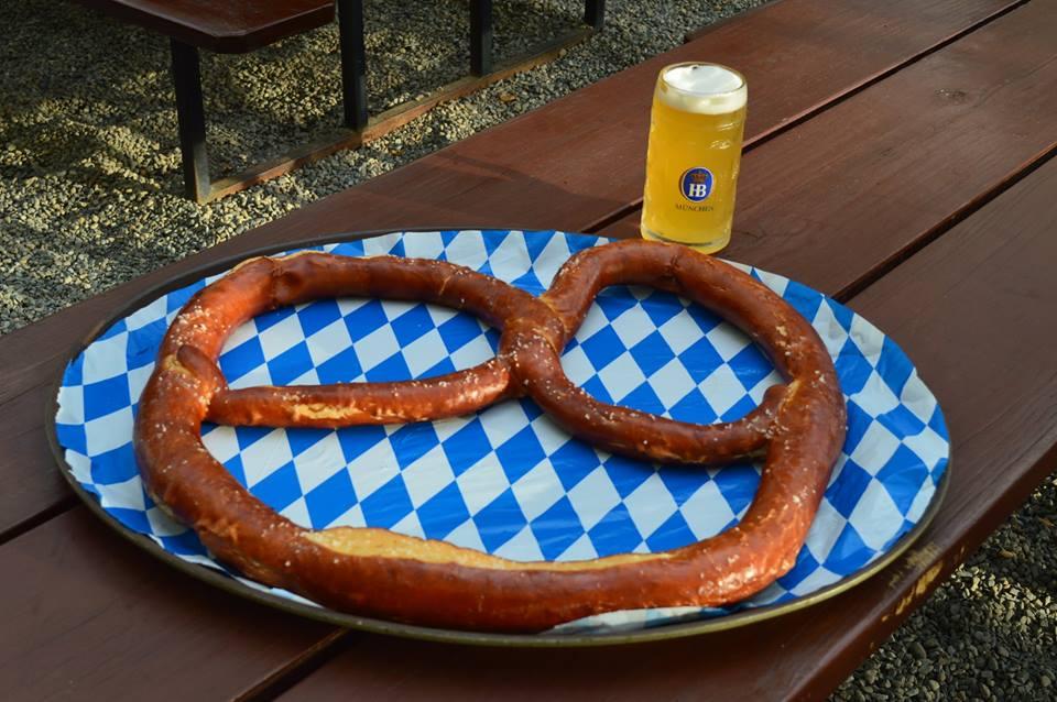 Big_Pretzel_Plate_Beer.jpg