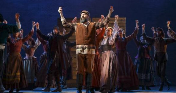Fiddler_on_the_Roof_-_Live.png