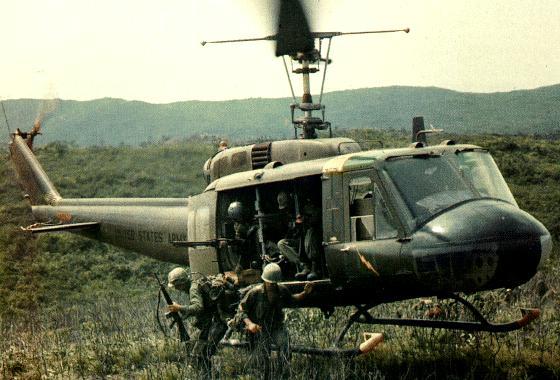 hueyhelicoptervietnam.jpg