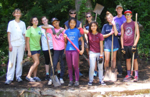 phto of youth group on service project